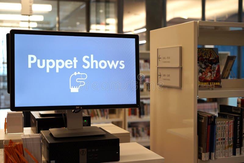 Divertimento delle biblioteche per i bambini - spettacoli di burattini fotografia stock libera da diritti