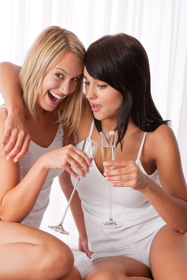 divertimento delle coppie che ha lesbica insieme fotografie stock libere da diritti