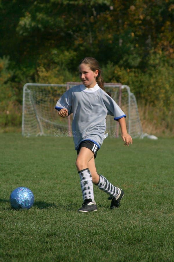 Divertimento do futebol das meninas imagens de stock