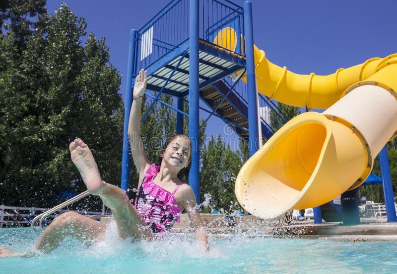 Divertimento do verão no parque da água fotos de stock royalty free