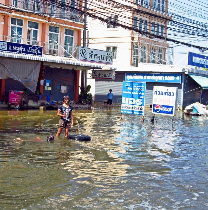 Divertimento na água da enchente foto de stock royalty free
