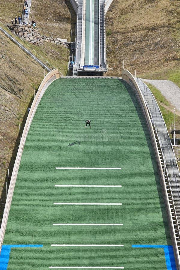 Divertimento na neve Trilha artificial Esporte de inverno Verão norueguês Vert imagens de stock royalty free