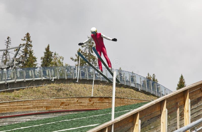 Divertimento na neve Trilha artificial Fundo do esporte verão de Noruega foto de stock