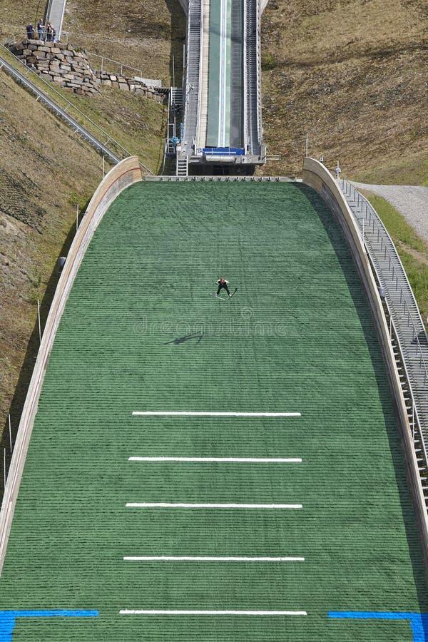 Divertimento na neve Trilha artificial Fundo do esporte Verão norueguês fotografia de stock royalty free