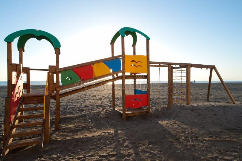 Download Divertimento na praia foto de stock. Imagem de jogar - 16873210