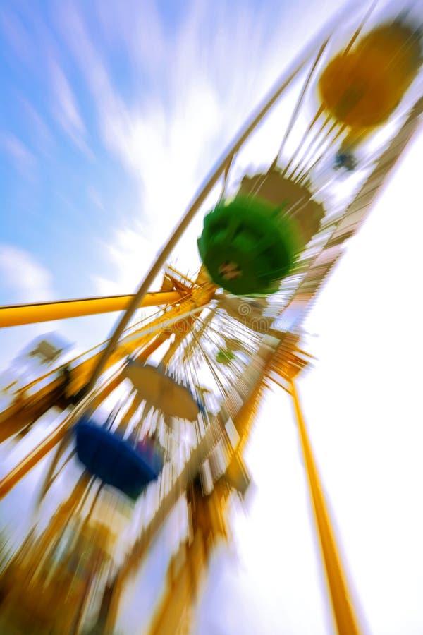Divertimento nell'estratto del parco a tema fotografie stock libere da diritti