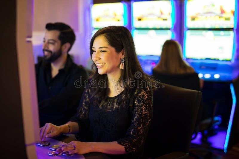 Divertirse cierto en un casino fotografía de archivo libre de regalías