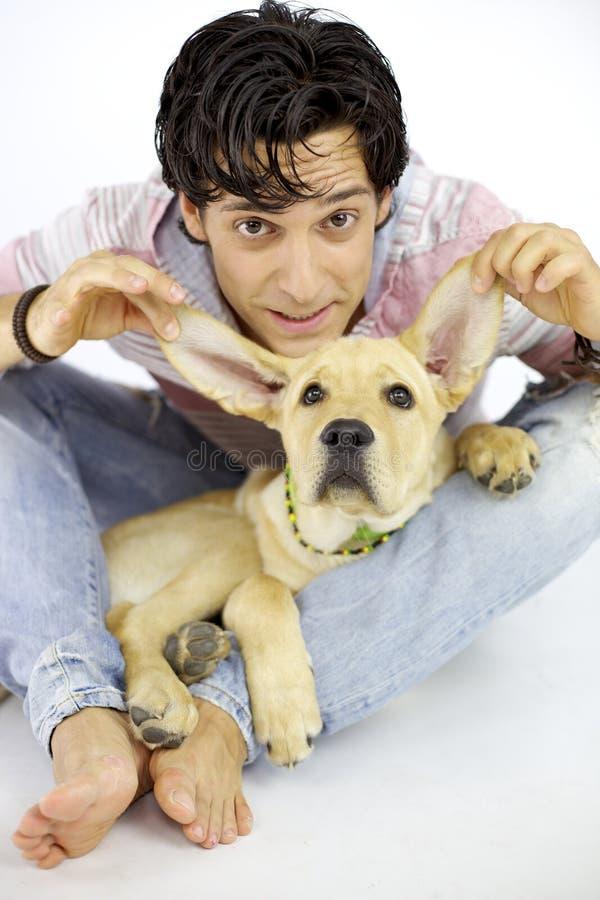 Divertirse con mi perro de perrito imagen de archivo libre de regalías