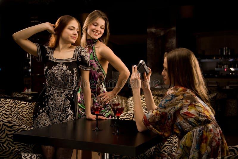Divertirse en el club nocturno de lujo foto de archivo