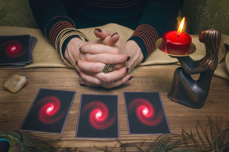 divination Tarjetas de Tarot Adivino fotos de archivo libres de regalías