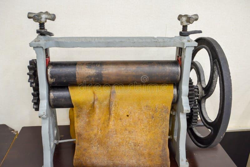 Diviseur en cuir tenu dans la main photographie stock