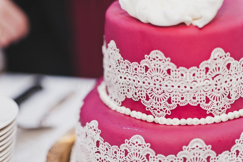 The bride regales guests with Goodies for tea. The division into parts of the wedding cake stock photography