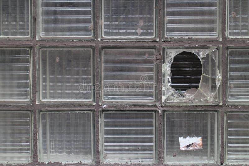 Divisione murata creata dai mattoni di vetro nei precedenti impianti d'acciaio e di ferro in VÃtkovice, Ostrava fotografia stock libera da diritti