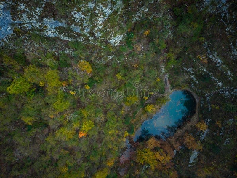 Divje Jezero o lago salvaje, fenómeno geológico en Eslovenia fotografía de archivo