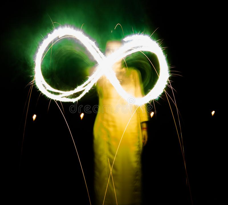 Diwali nocy ujawnienia długa fotografia z krakersami fotografia stock