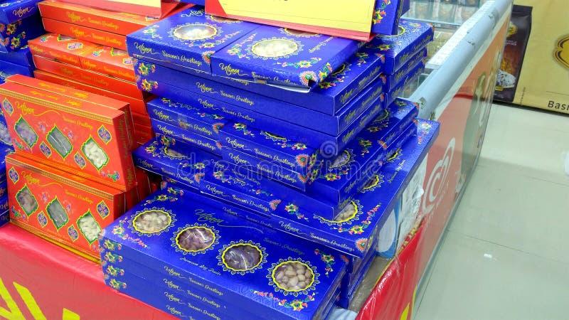 Diwali sötsakpaket i toppen marknad fotografering för bildbyråer