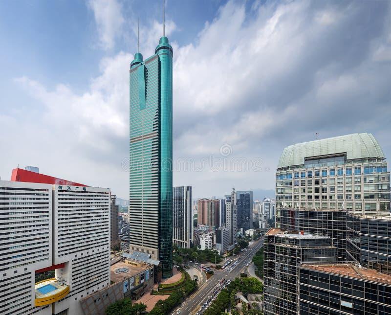 Diwang-Geb?ude, moderne Architektur Shenzhens, China mit blauem Himmel lizenzfreie stockfotos