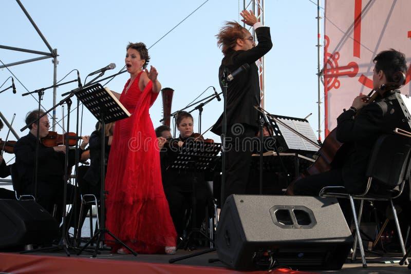 Diwy opery gwiazdy Daniela schillaci włoski dyszkant i dyrygenta Fabio mastrangelo na otwartej scenie (theatre losu angeles scala obrazy stock