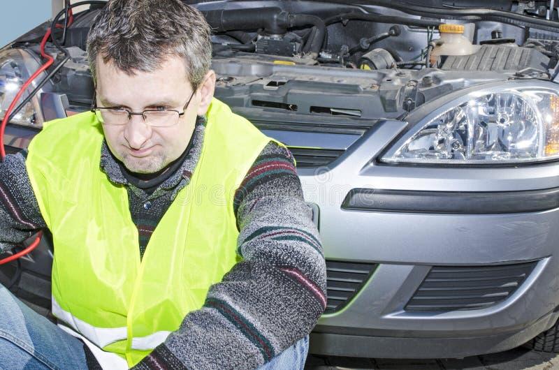 Diy de réparation de voiture échoué image stock