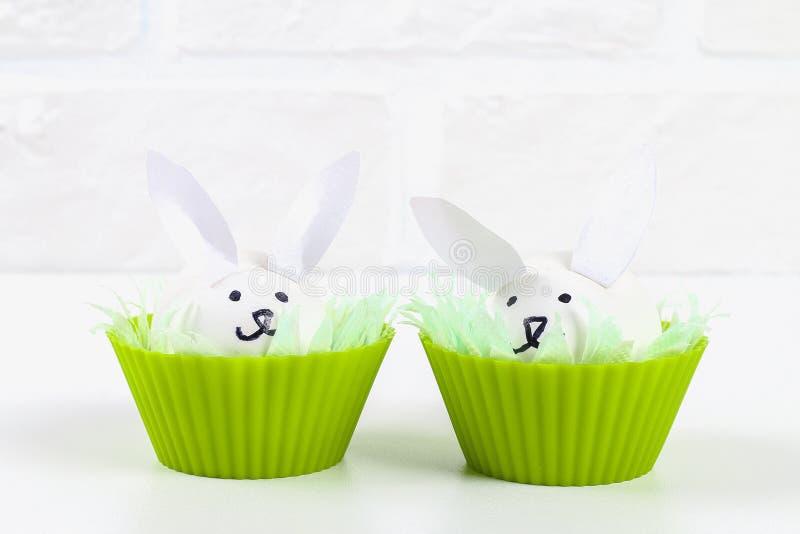 Diy kanin från ägg för påsk royaltyfri fotografi