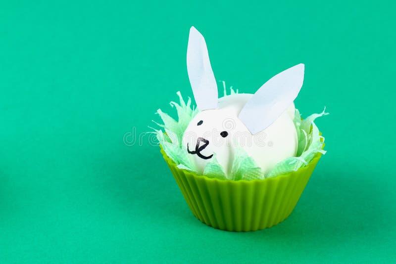 Diy kanin från ägg för påsk royaltyfria bilder
