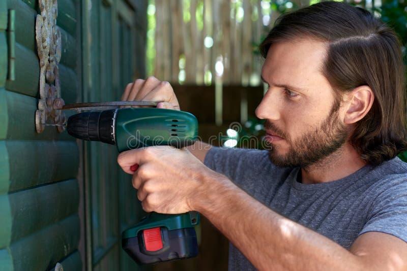 DIY-man fotografering för bildbyråer