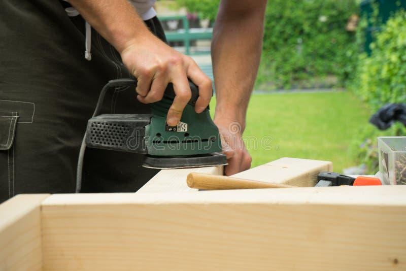 DIY que enarena al tablero de madera foto de archivo