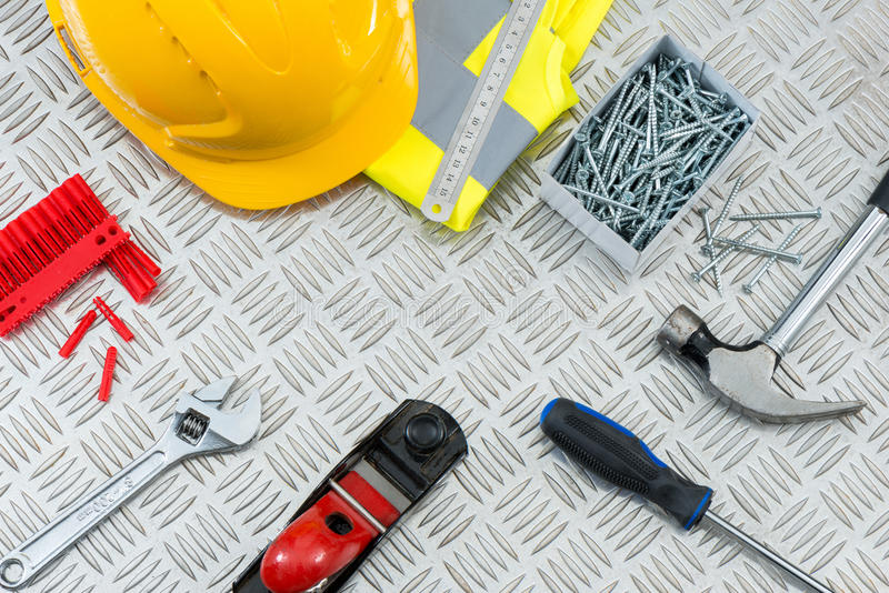 DIY-Werkzeug-Satz auf Metallschritt-Platte mit Kopien-Raum lizenzfreies stockfoto