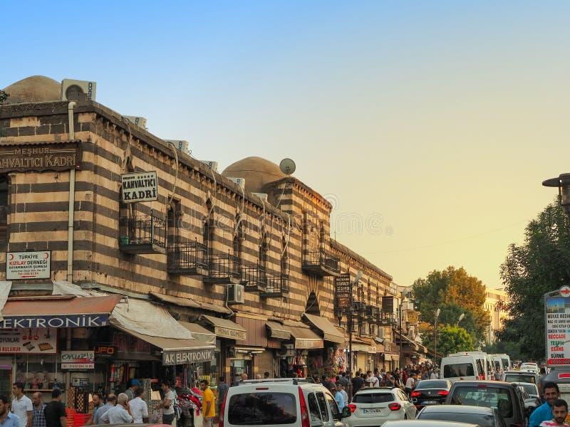 DIYARBAKIR, ТУРЦИЯ - 25-ОЕ АВГУСТА 2018: внешнее возникновение здания ` Hasanpasa Khan ` средневекового исторического стоковое изображение rf