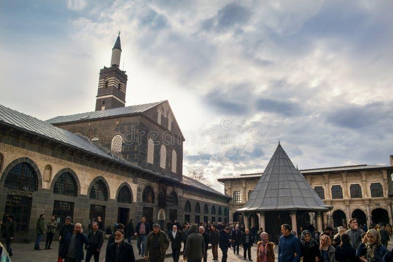 DIYARBAKIR, TURQUÍA - 17 03 2019: Vista de la mezquita magnífica Ulu Cami, la central de Diyarbakir imagen de archivo