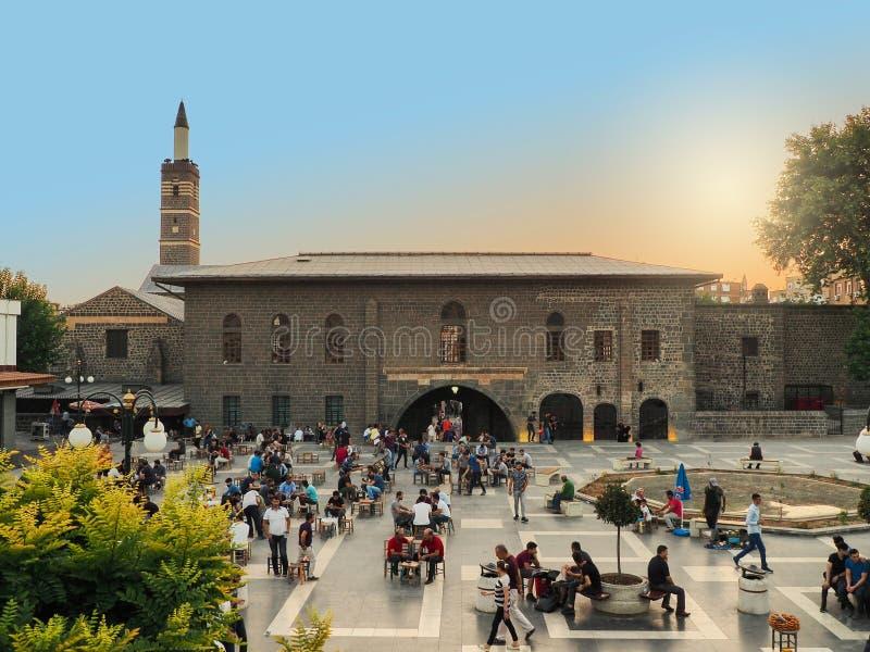 DIYARBAKIR, TURQU?A - 25 DE AGOSTO DE 2018: Vista de la mezquita magn?fica Ulu Cami, la central de Diyarbakir, foto de archivo libre de regalías