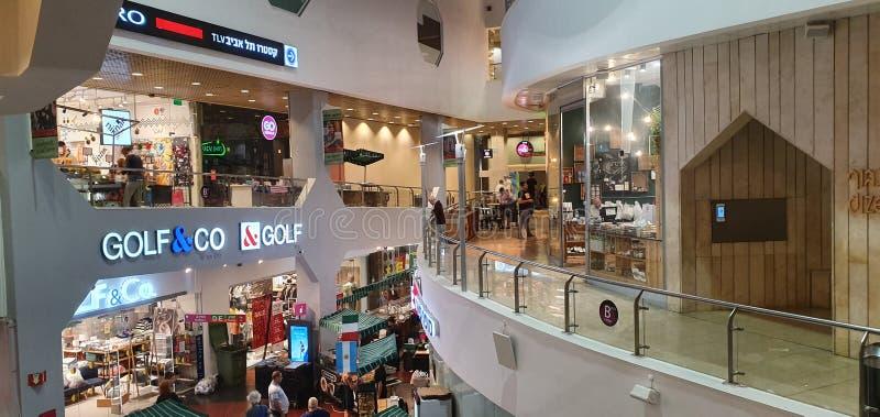 Dizengoff中心,购物中心,在中心特拉维夫,今天,热的夏时 库存图片