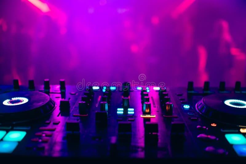 DJ控制器盘区专业音乐和声音的 图库摄影