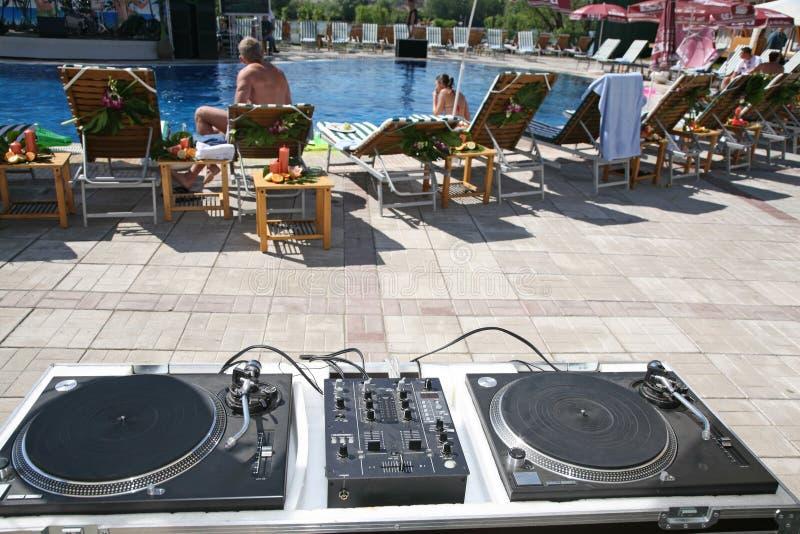 DJ κοντά στη στάση λιμνών στοκ εικόνα με δικαίωμα ελεύθερης χρήσης