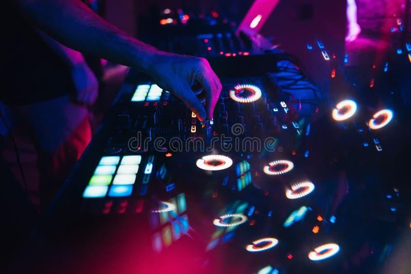 Музыки для ночного клуба молотов клуб москва
