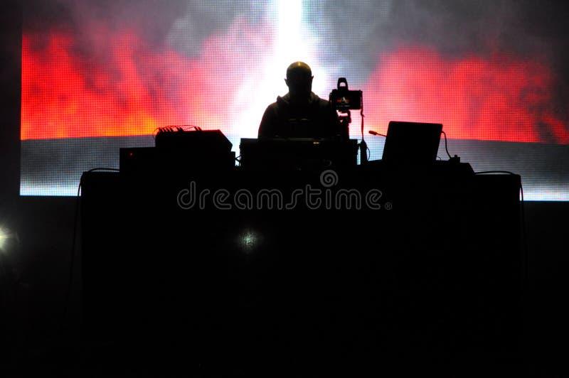 DJ Пол Kalkbrenner от Берлина, Германии выполняет в реальном маштабе времени на этапе стоковая фотография rf