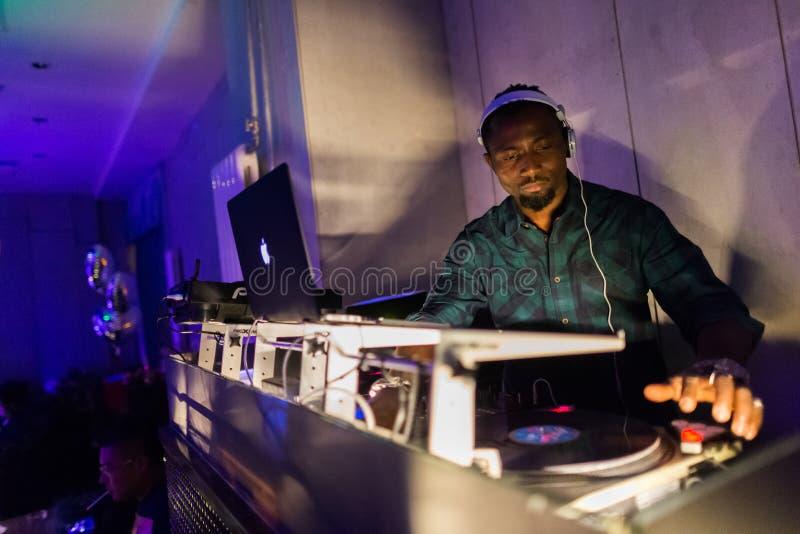 DJ утешает смешивать стоковые изображения