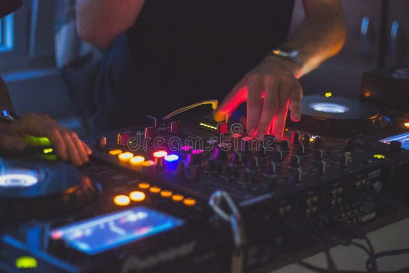 DJ in actie royalty-vrije stock afbeeldingen