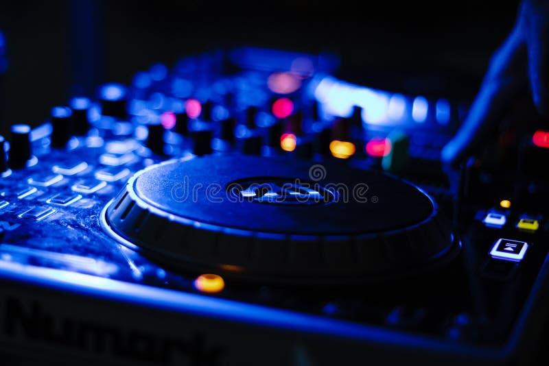 DJ in Actie Speelmuziek royalty-vrije stock afbeelding