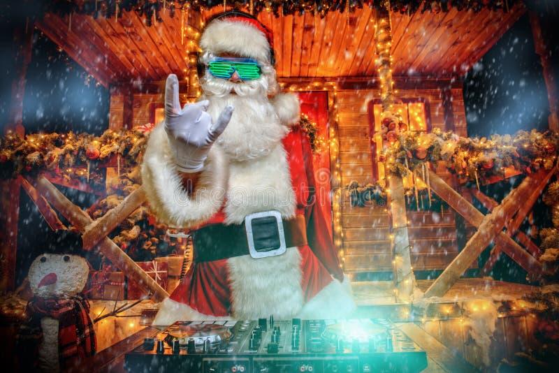 DJ, das am Weihnachten spielt stockfoto