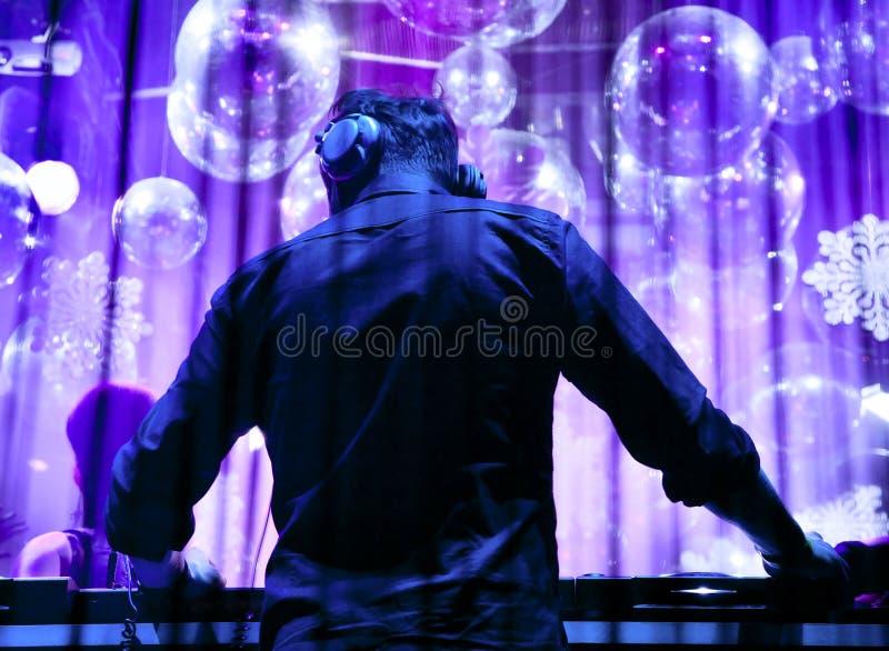DJ dat het spoor speelt royalty-vrije stock fotografie
