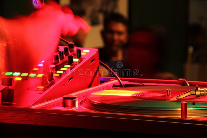 DJ in de mengeling royalty-vrije stock afbeeldingen