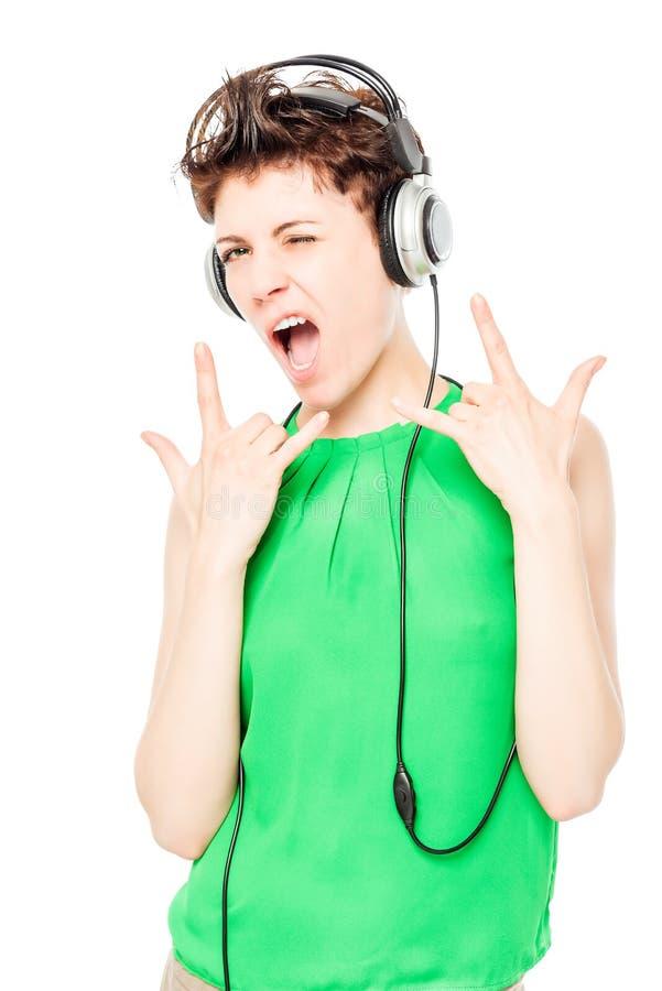 DJ in den Kopfhörern, die ruhig Geste auf einem Weiß zeigen stockfotos