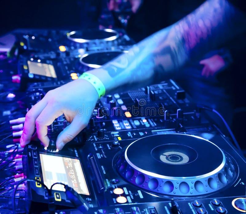 DJ mengt het spoor royalty-vrije stock foto