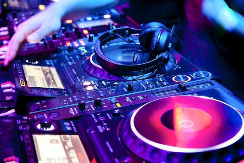 DJ mengt het spoor royalty-vrije stock afbeelding