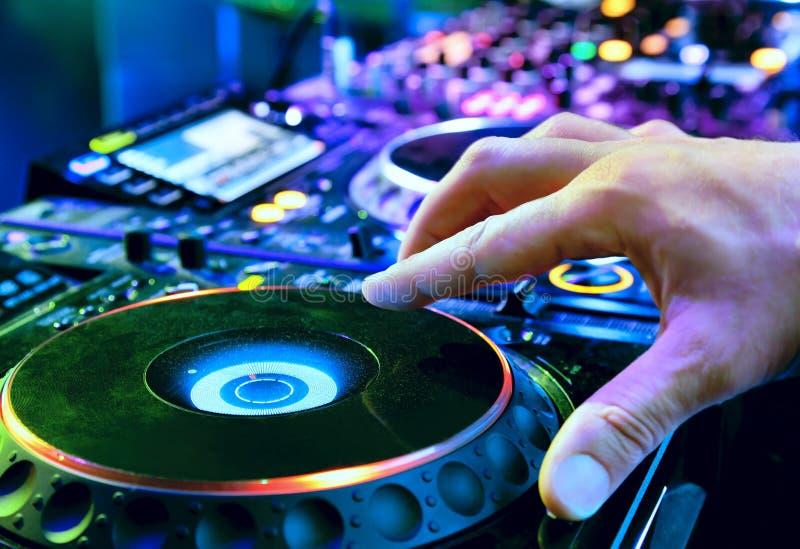 DJ mezcla la pista fotos de archivo libres de regalías