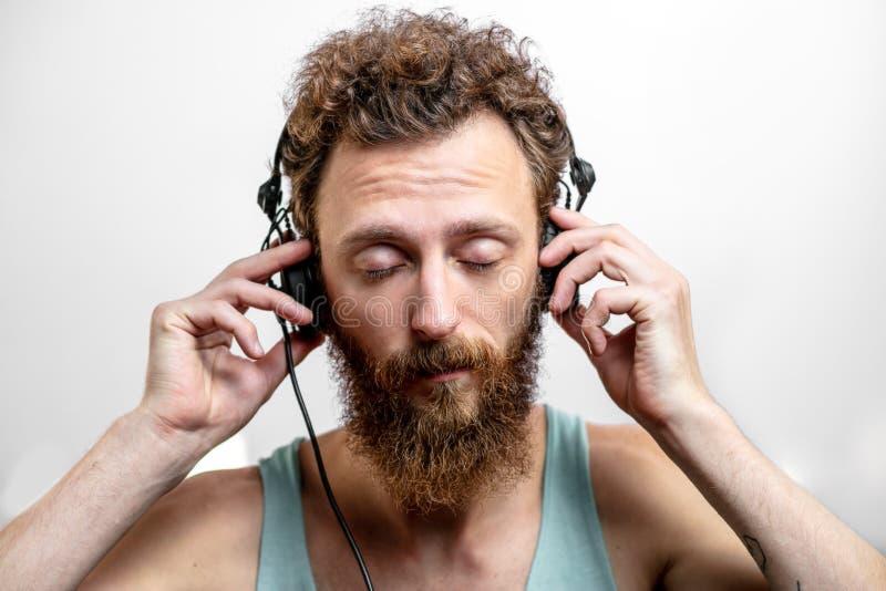 DJ no trabalho na frente do fundo branco fotografia de stock royalty free