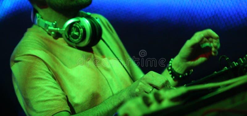 DJ op het werk stock foto