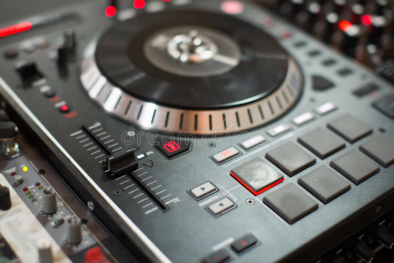 DJ playing mixing music on vinyl turntable stock photography