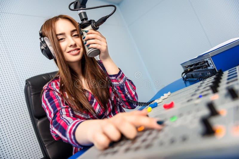 Dj pracuje na radiu obraz royalty free